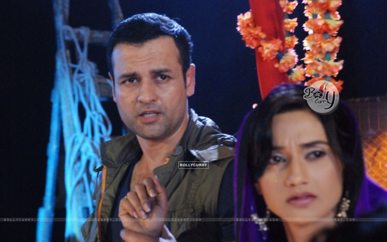 Rohit Roy and Rati Pandey in Hitler Didi (279493) size:1280x800