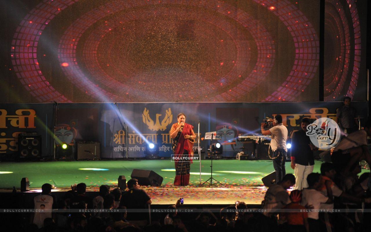 Usha Uthup perfoms at a Dahi Handi celebration (293960) size:1280x800