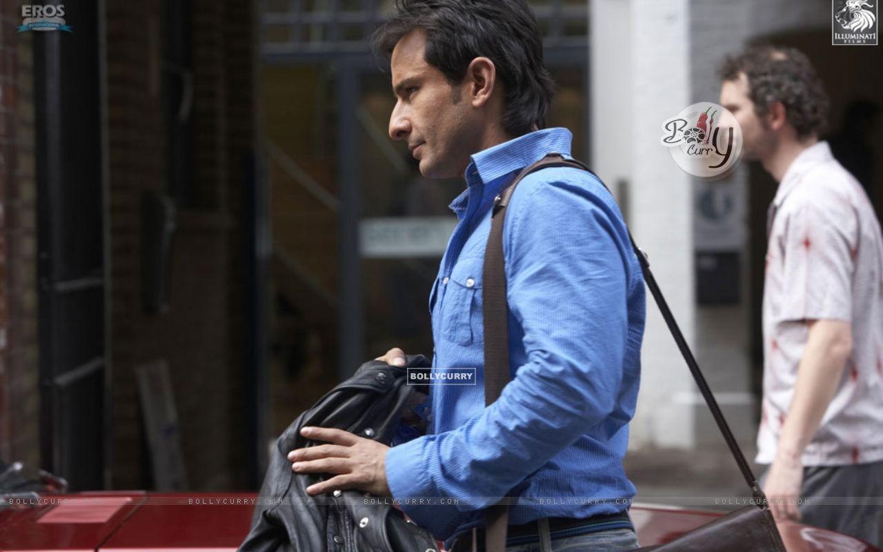 Saif Ali Khan wearing a blue shirt (31329) size:1280x800