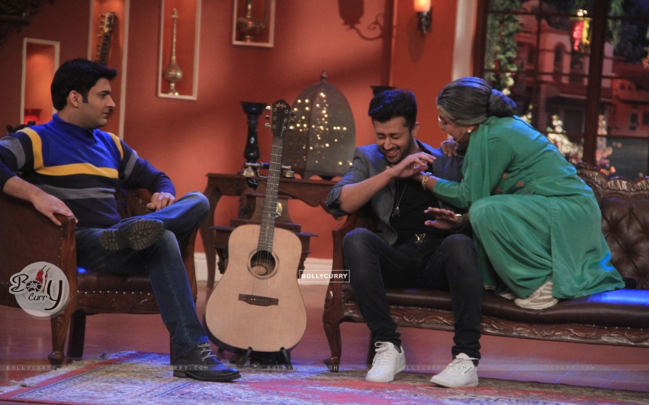 Dadi plays a prank on Atif Aslam on Comedy Nights With Kapil (347318) size:1280x800