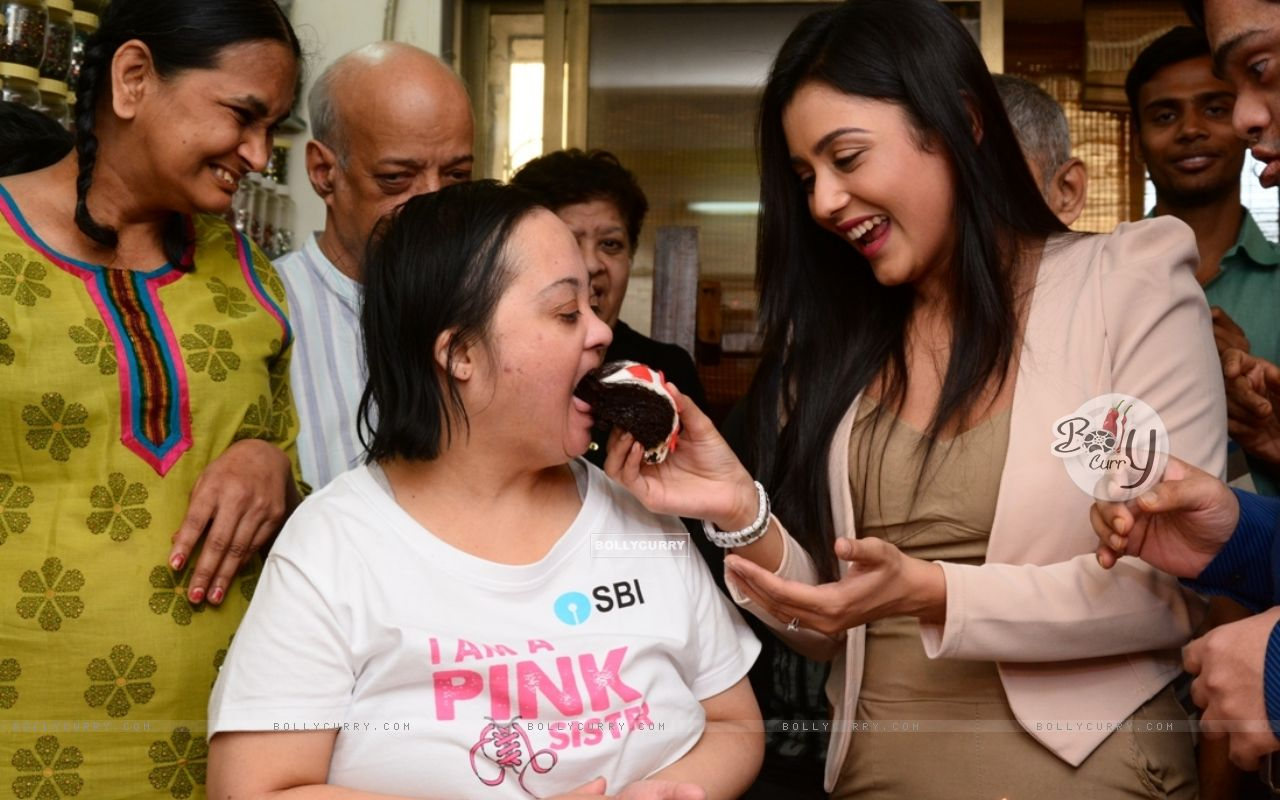 Mishti Chakraborty Celebrates her Birthday And Christmas with Mentally Challenged Adults (349216) size:1280x800