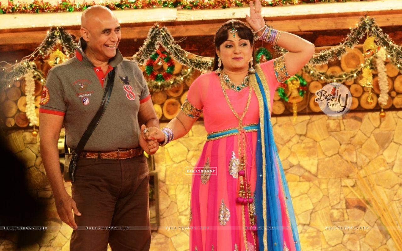 Upasana Singh performs an act inside Bigg Boss 8 (350328) size:1280x800