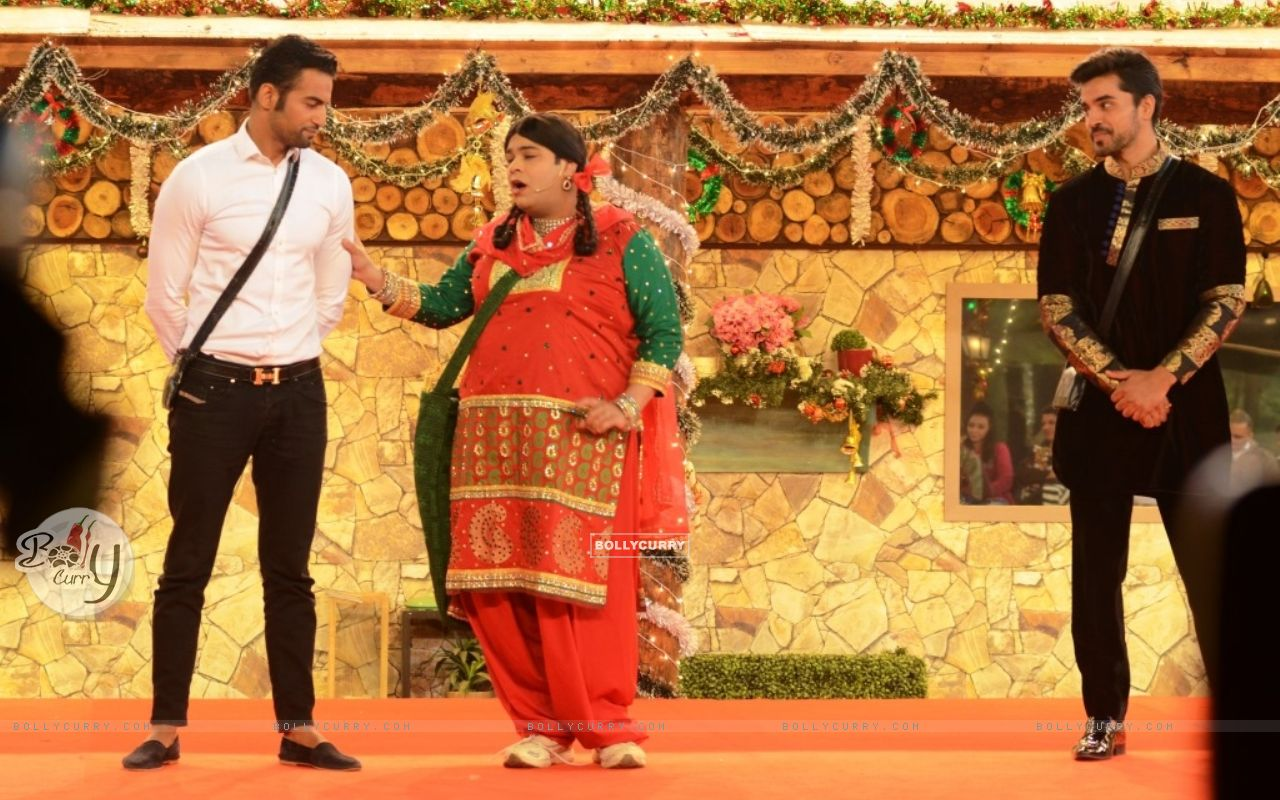 Kiku Sharda aka Palak performs an act inside Bigg Boss 8 House (350330) size:1280x800