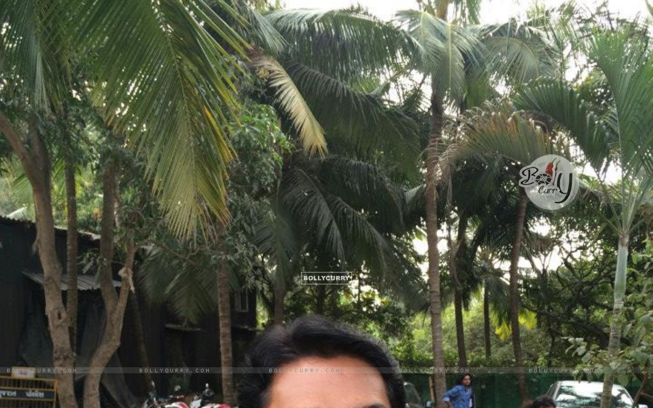 Aditya Srivastava Takes selfie on the sets of CID: Behind the scene action (351095) size:1280x800