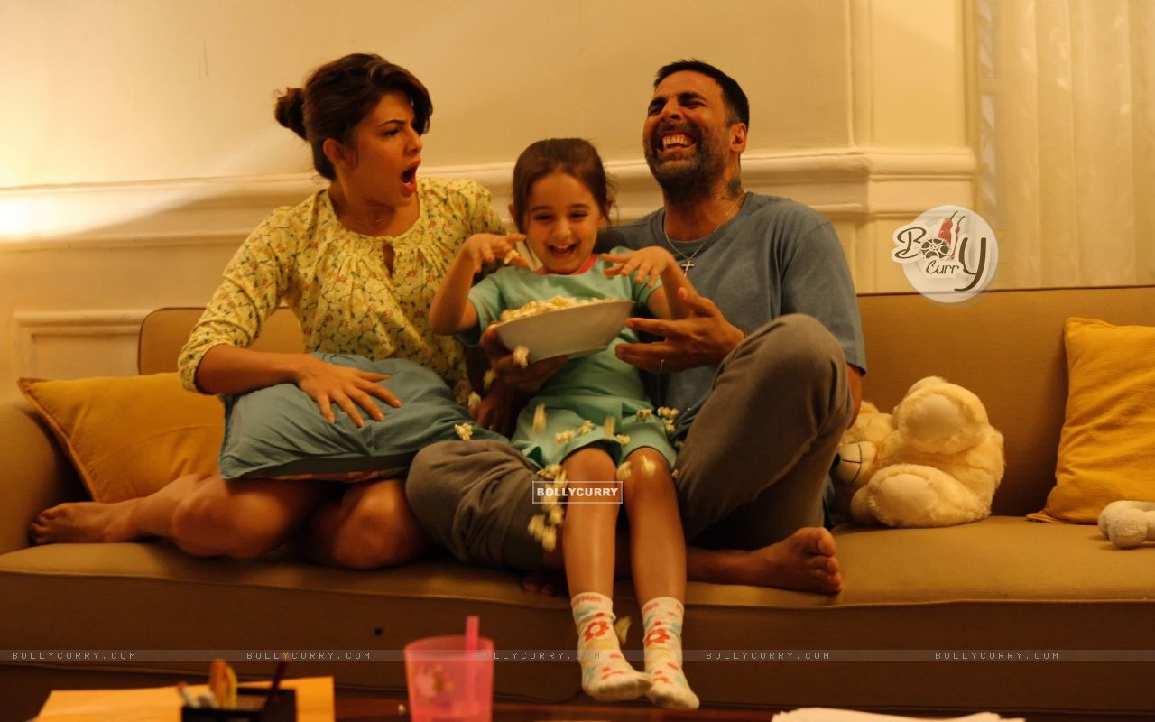 Jacqueline Fernandes and Akshay Kumar in Brothers (372323) size:1280x800