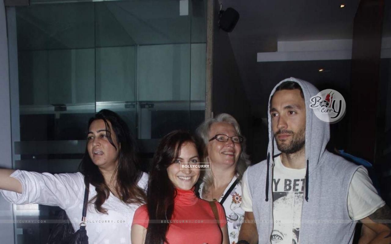 Elli Avram Celebrates Her Birthday With Family (372706) size:1280x800