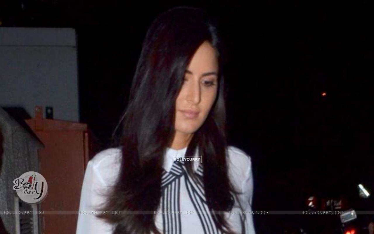Katrina Kaif Snapped at Bandra (376002) size:1280x800