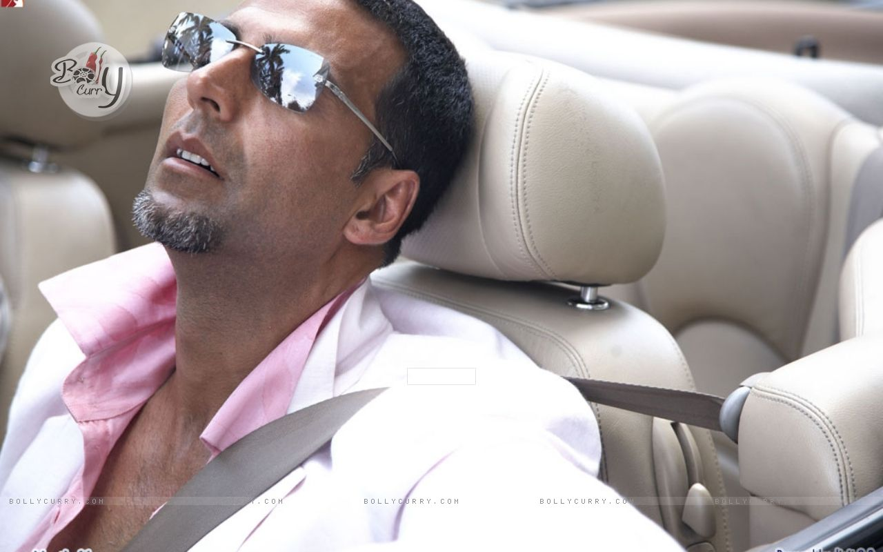 Akshay Kumar sleeping wallpaper (Size:1280x800)