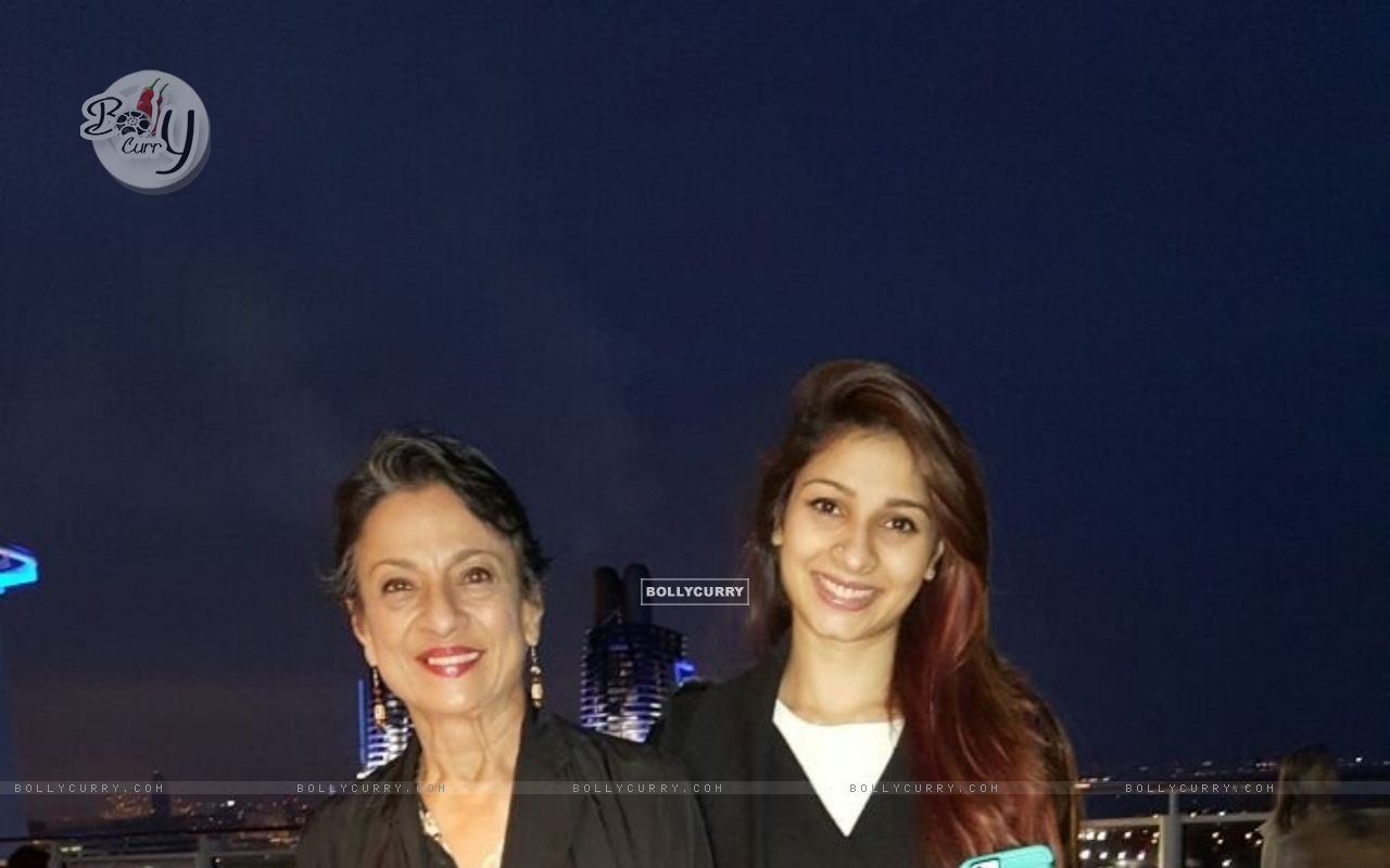 Tanishaa Mukerji and Tanuja on Norwegian Cruise line for IMFFA (382496) size:1280x800