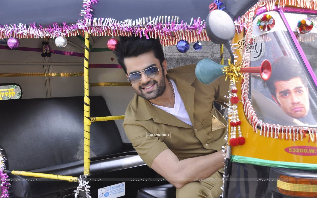Manish Paul Turns Autorickshaw Driver for Mission Sapne (383215) size:1280x800