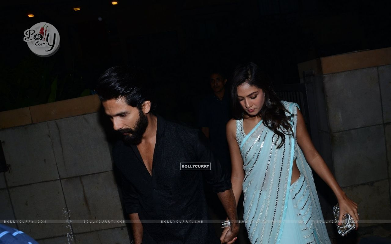Shahid Kapoor and Mira Rajput Kapoor Snapped (384441) size:1280x800