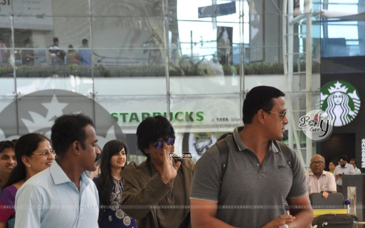 Shah Rukh Khan Snapped at Airport (384798) size:1280x800