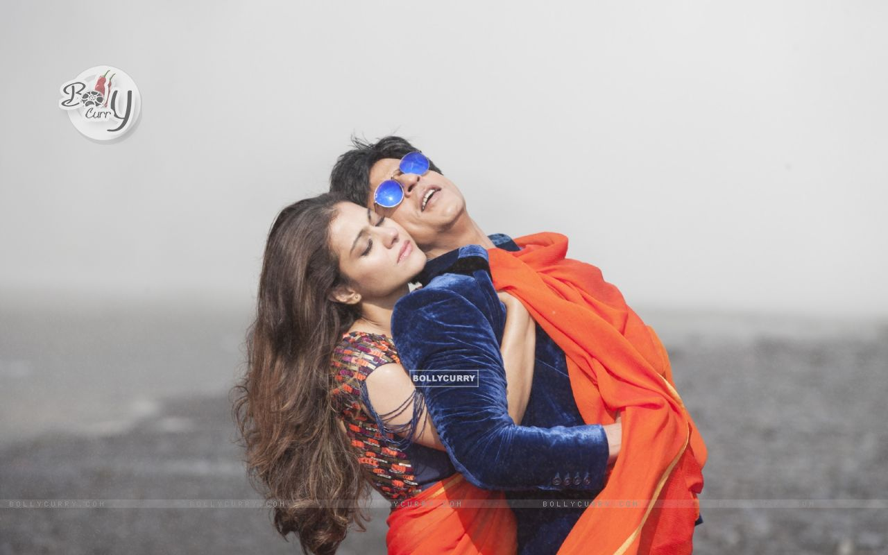 Still from the song Gerua (Dilwale - 2015) (384838) size:1280x800