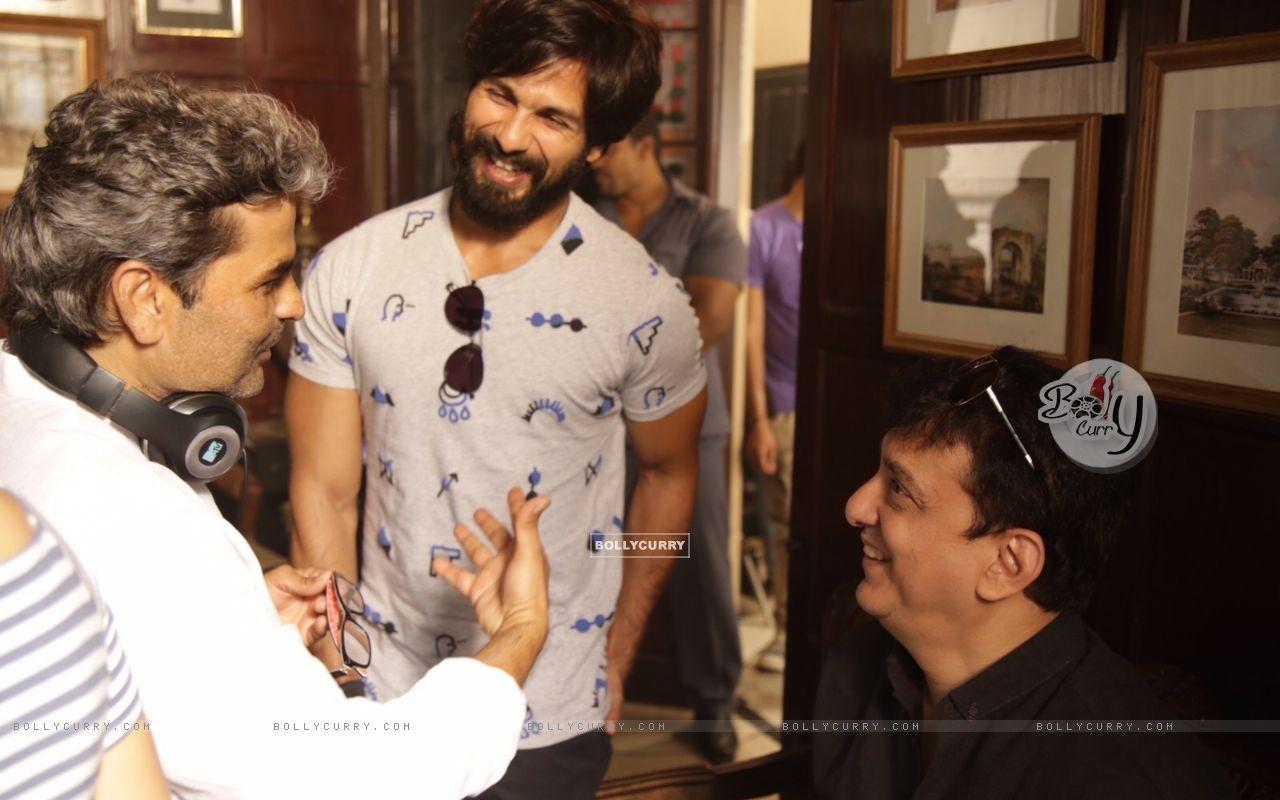 Shahid Kapoor, Vishal Bhardwaj and Sajid Nadiadwala Kick Starts Shooting of Rangoon (384931) size:1280x800