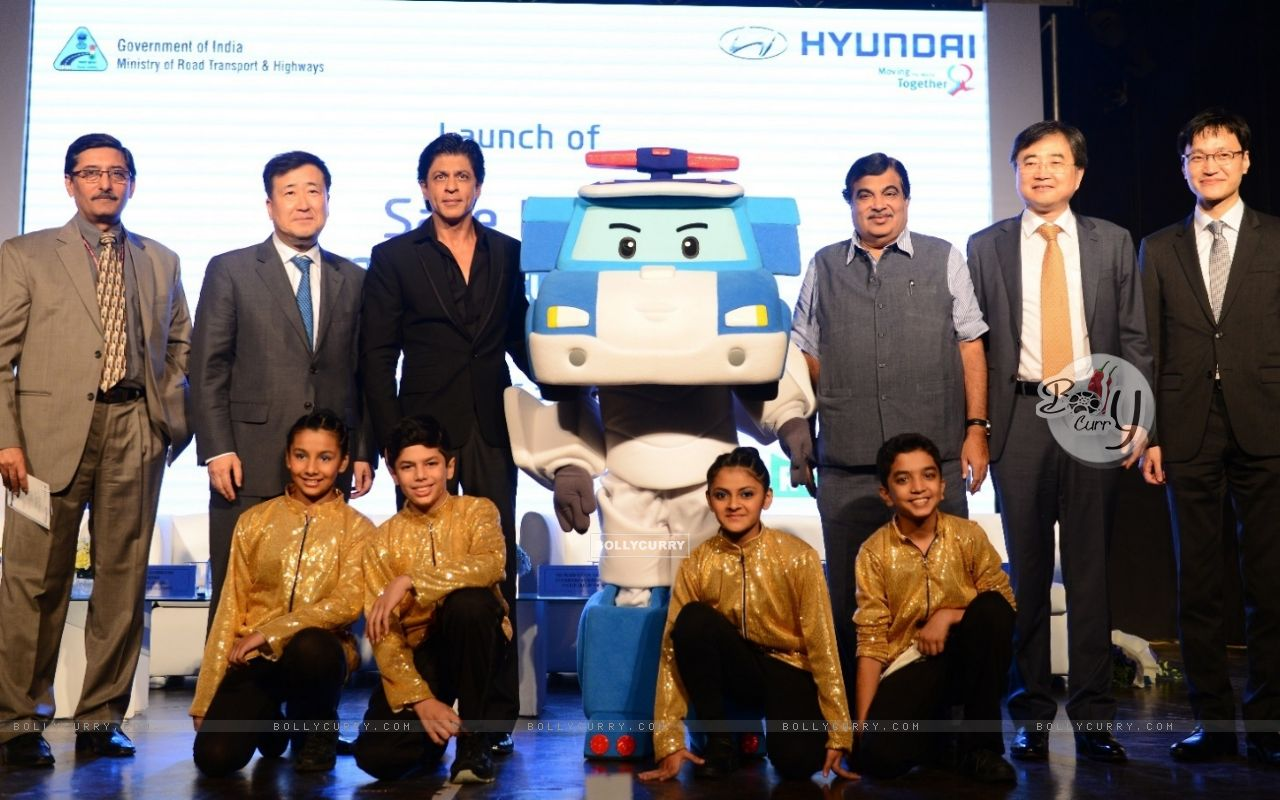 Shah Rukh Khan at 'Safe Move-Traffic Safety Campaign' (386390) size:1280x800