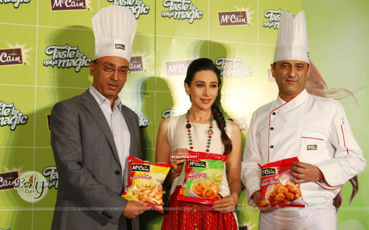 Bollywood Actress Karisma Kapoor at Launch of McCain Food Products (386576) size:1280x800