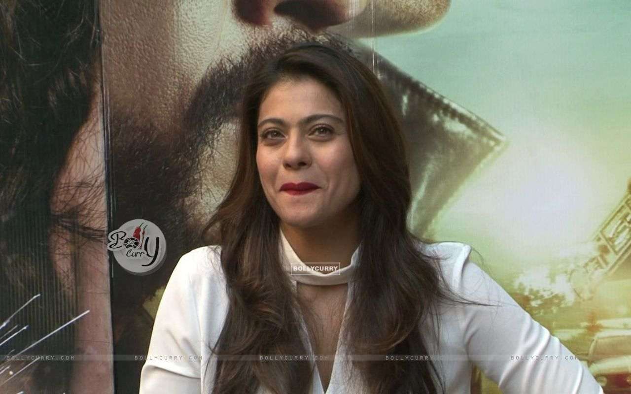 'Forever Young' Kajol Snapped During 'Dilwale' Interview (387358) size:1280x800