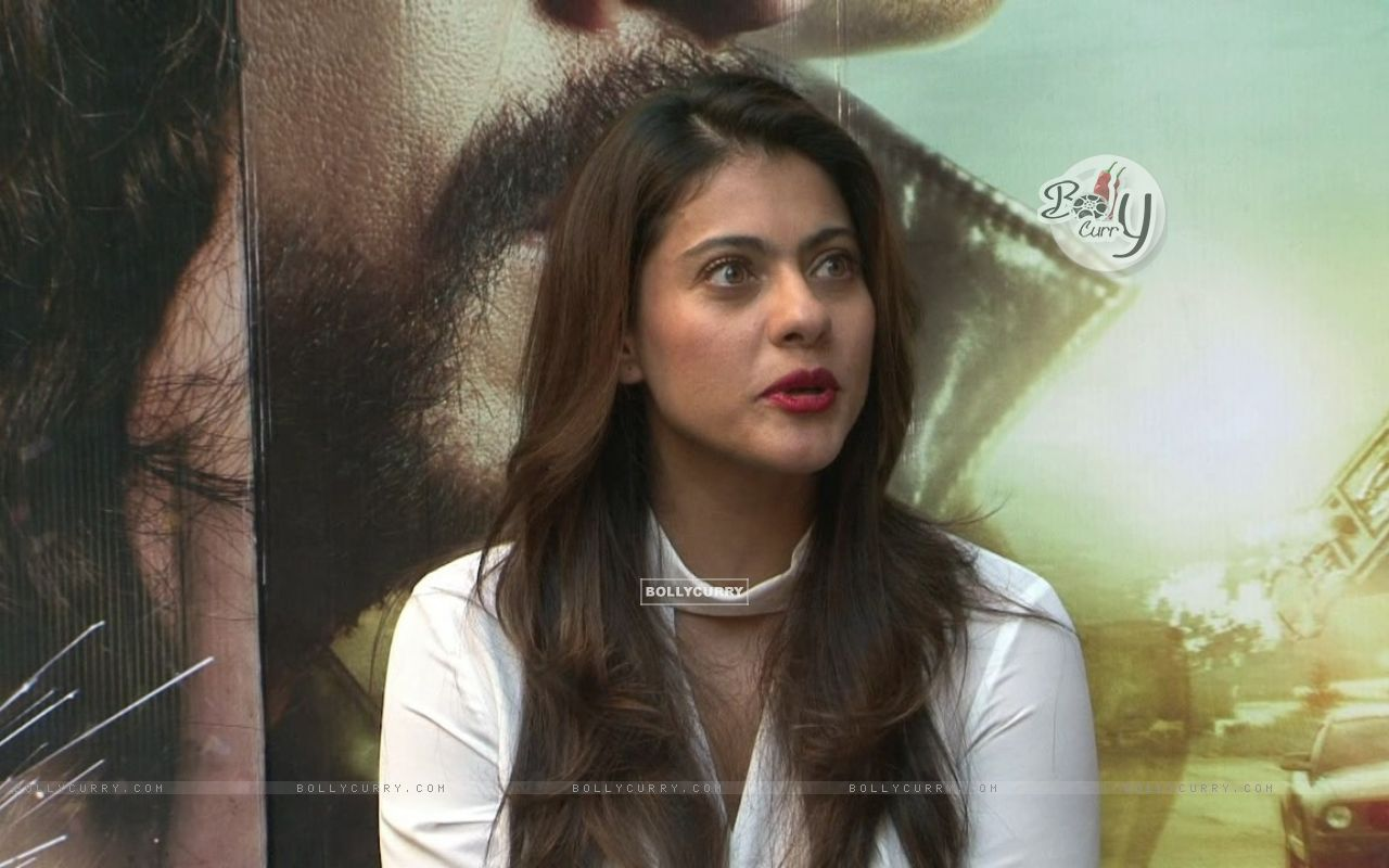 Kajol Looks Stunning During 'Dilwale' Interview (387359) size:1280x800
