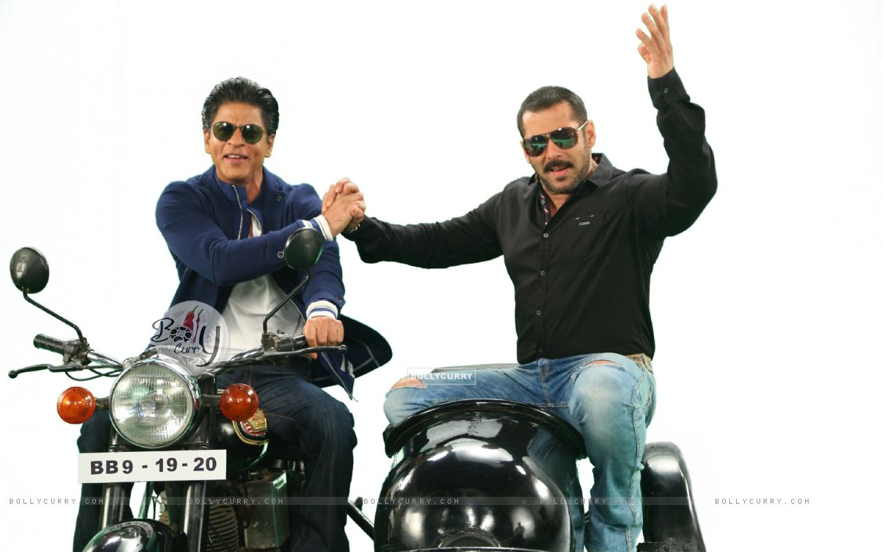 Shah Rukh  and Salman Comes together for Bigg Boss 9 - 19th and 20th Dec (387811) size:1280x800
