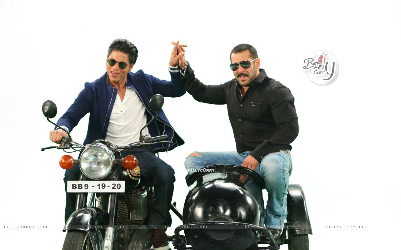 Shah Rukh  and Salman Comes together for Bigg Boss 9 - 19th and 20th Dec (387812) size:1280x800
