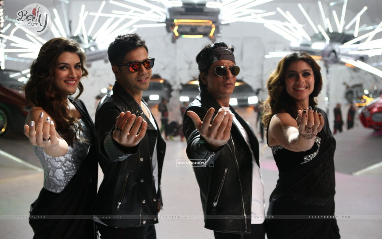 Kriti Sanon, Kajol, Varun Dhawan and Shah Rukh in Tukur Tukur Song of Dilwale (387998) size:1280x800