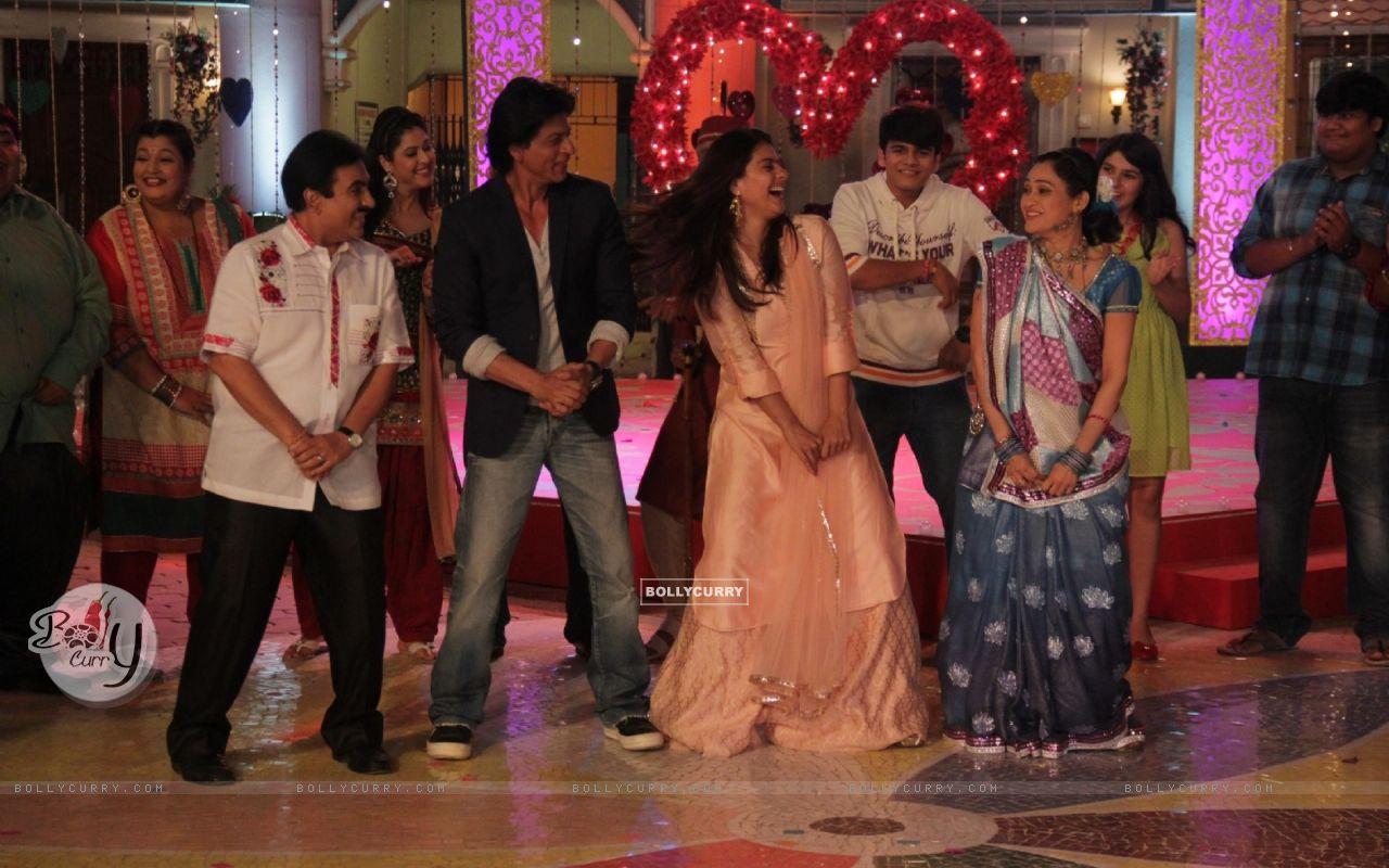 Shah Rukh Khan and Kajol Visits Taarak Mehta Ka Ooltah Chashmah Sets (388112) size:1280x800