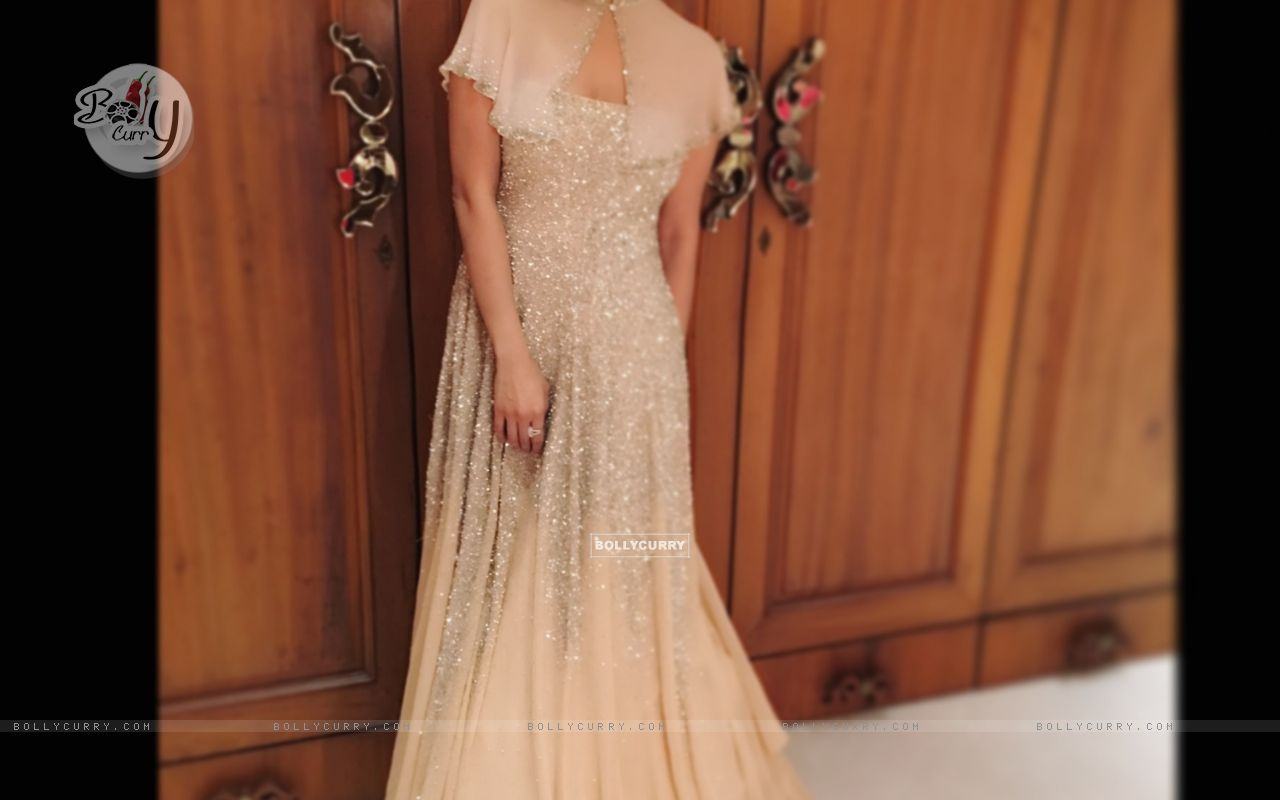 Sophie Choudry's Look at Stardust Awards (388828) size:1280x800