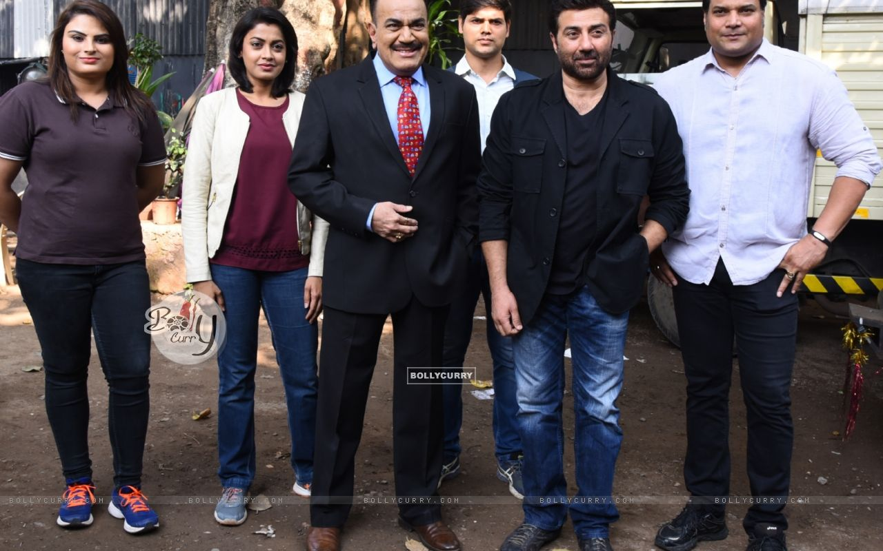 Sunny Deol for Promotions of Ghayal Once Again on CID (391060) size:1280x800