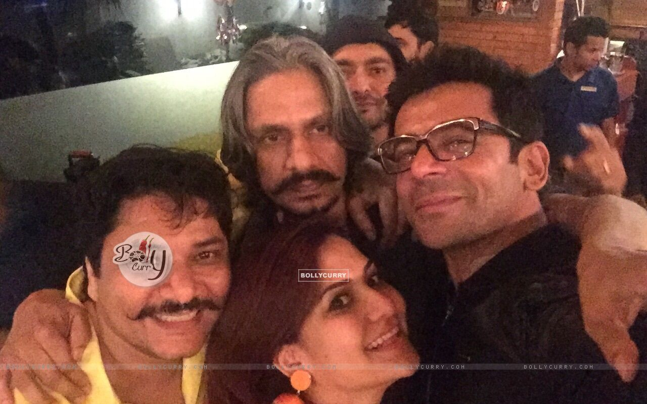 Vijay Raaz and Sunil Grover Celebrates Lohri at The PUMP Room Beer Factory (391464) size:1280x800