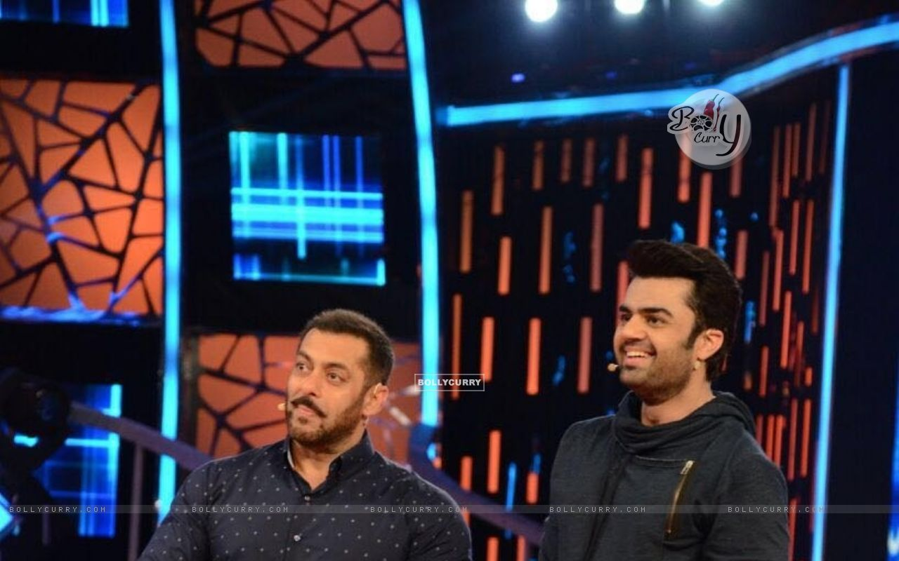 Manish Paul and Salman Promoting 'Tere Bin Laden : Dead or Alive' on the sets of Bigg Boss 9 (392127) size:1280x800