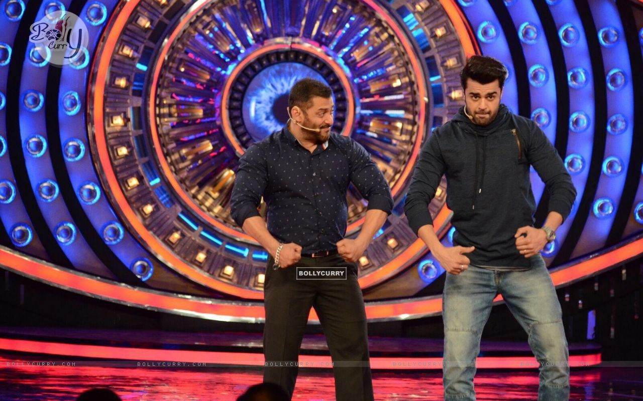 Manish Paul and Salman Khan Promotes 'Tere Bin Laden : Dead or Alive' on the sets of Bigg Boss 9 (392130) size:1280x800