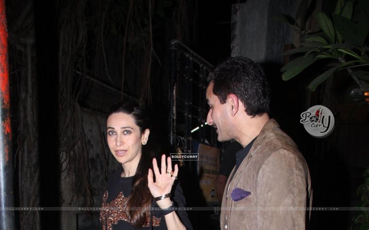 Karisma Kapoor Snapped with Saif Ali Khan (393376) size:1280x800