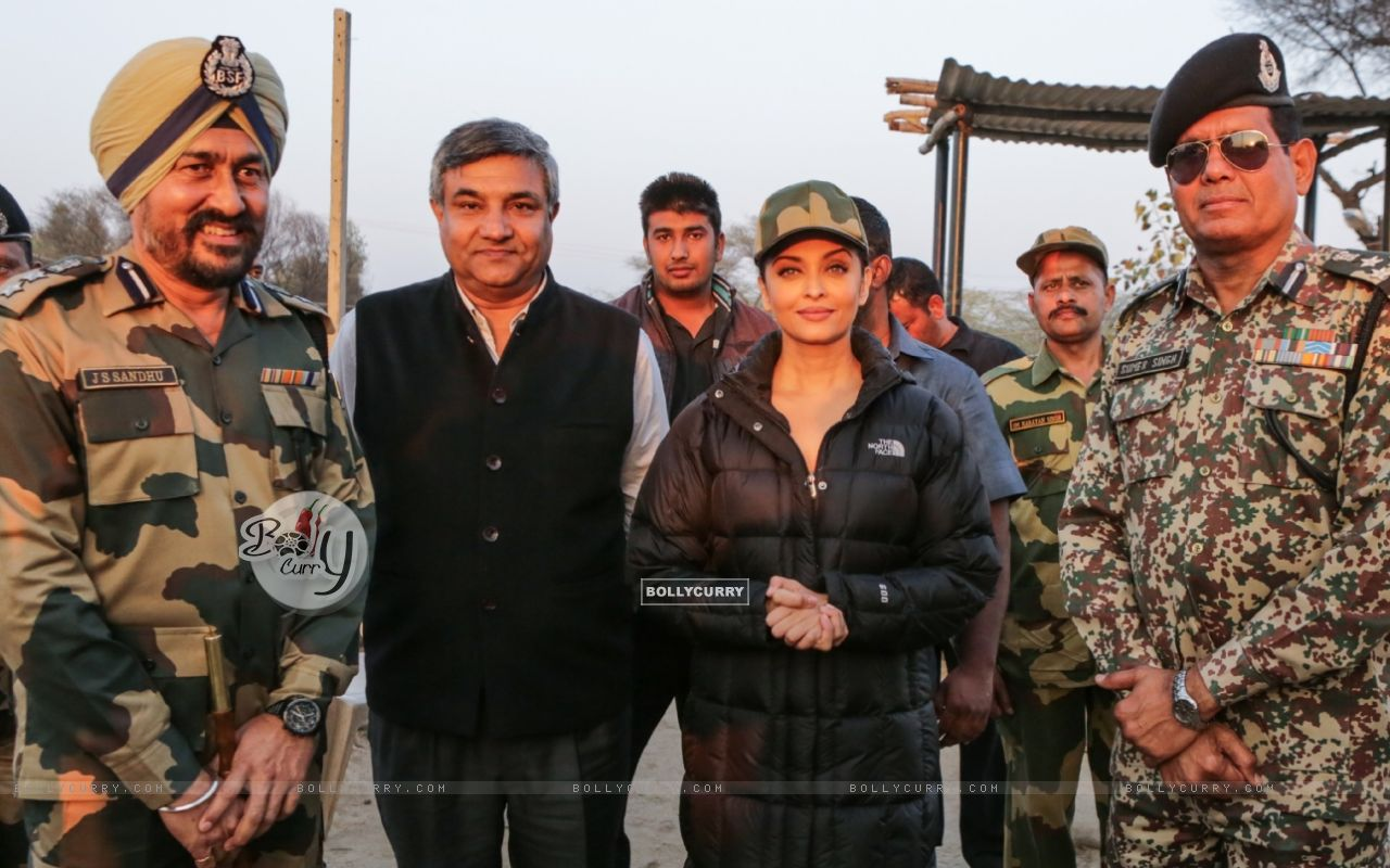 Aishwarya Rai Bachchan Spend Time with BSF 'Jawans' While Shooting for Sarabjit (397466) size:1280x800