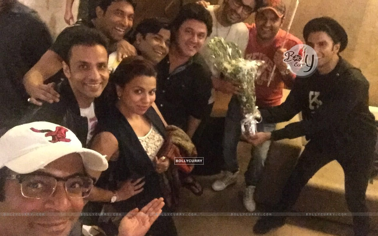 Kapil Sharma Team attends Special Screening of Ki And Ka (401926) size:1280x800