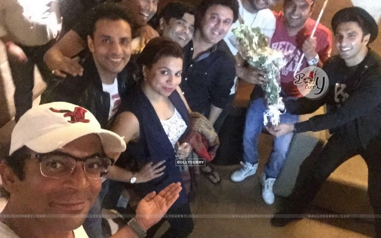 The Kapil Sharma Show Team attends Special Screening of Ki And Ka (401929) size:1280x800