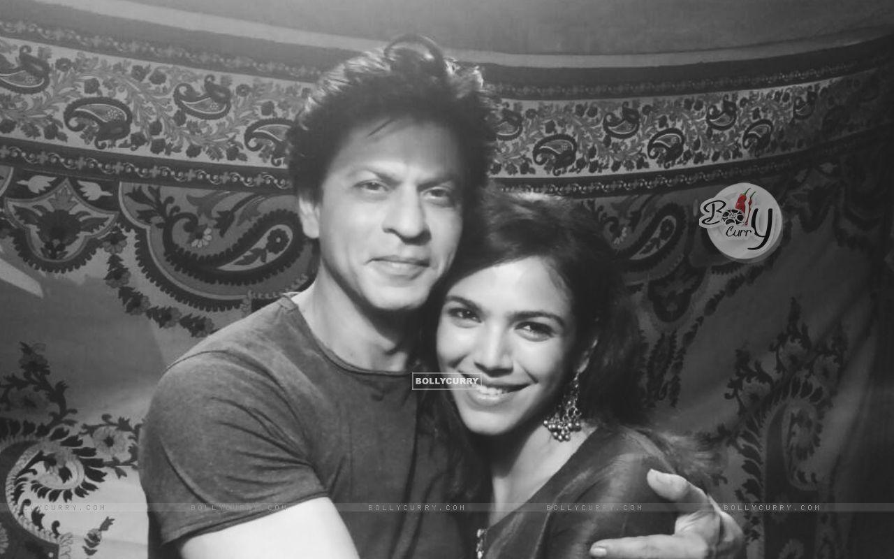 Shriya Pilgaonkar with Shah Rukh Khan (404220) size:1280x800