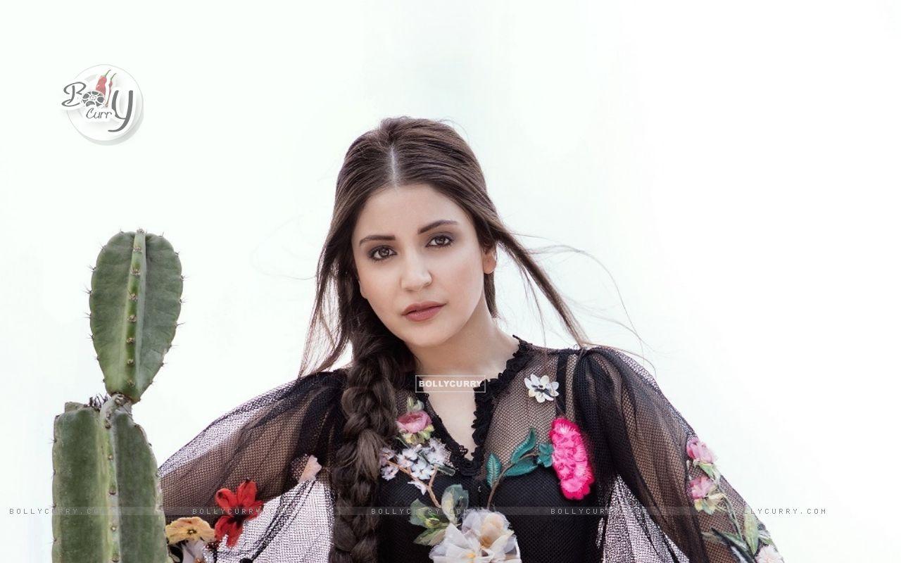 Anushka Sharma (404837) size:1280x800