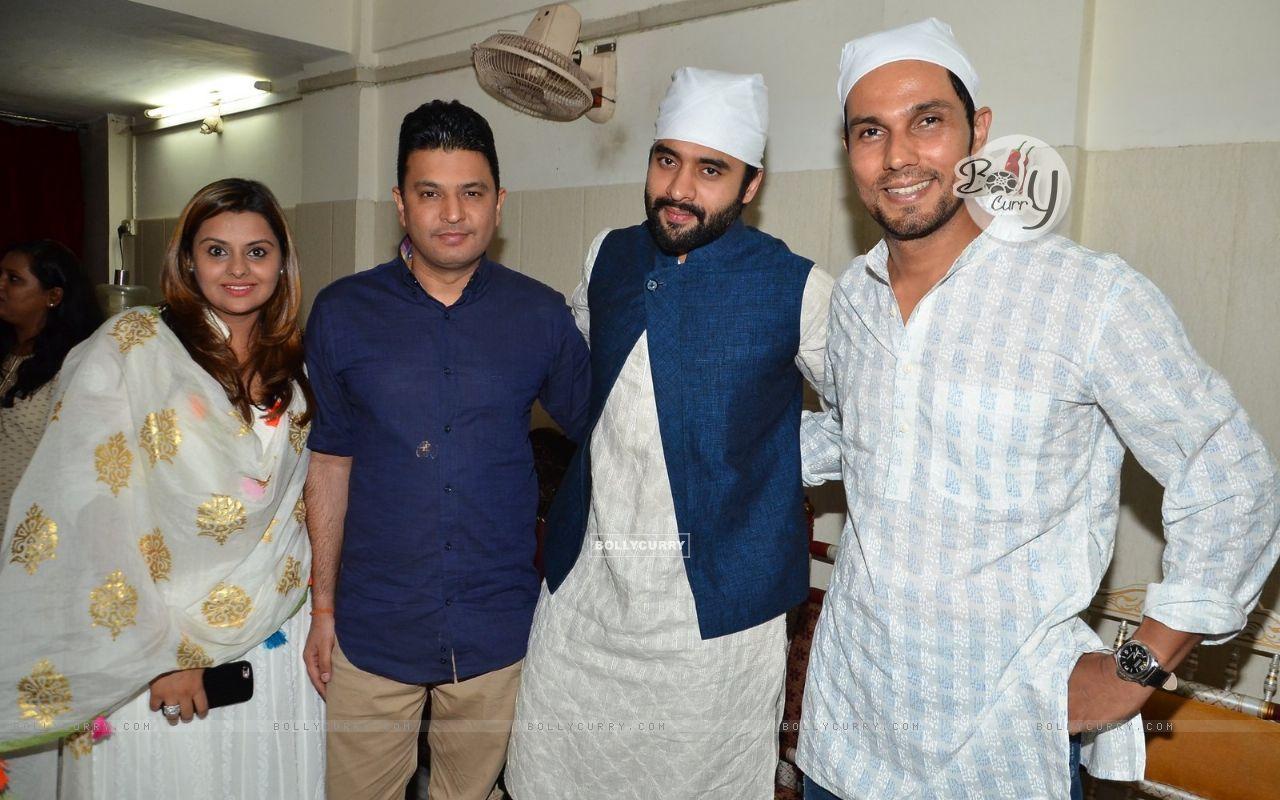 Randeep Hooda and Jackky Bhagnani Pay Homage to Sarabjit (405178) size:1280x800