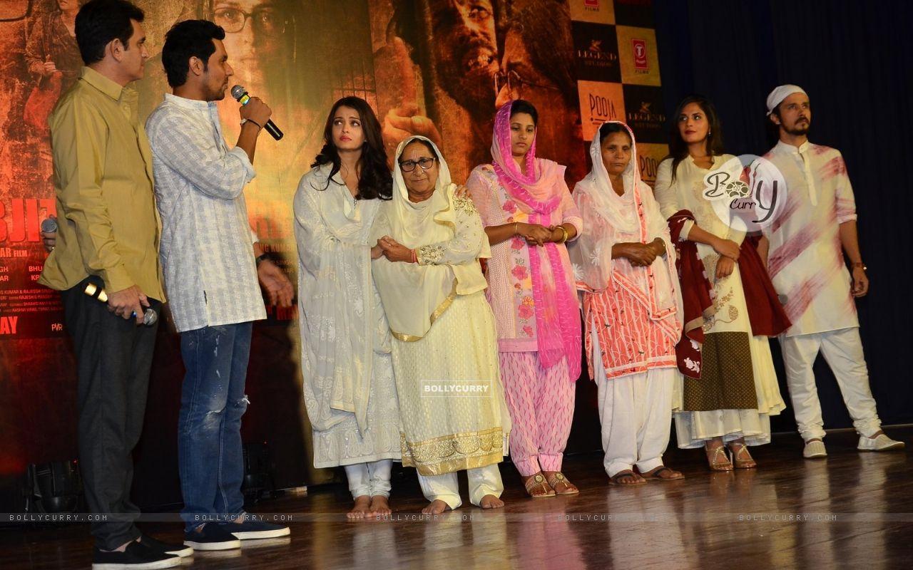 Randeep Hooda, Darshan Kumar, Aishwarya Rai Bachchan and Omung Kumar Pay Homage to Sarabjit (405182) size:1280x800