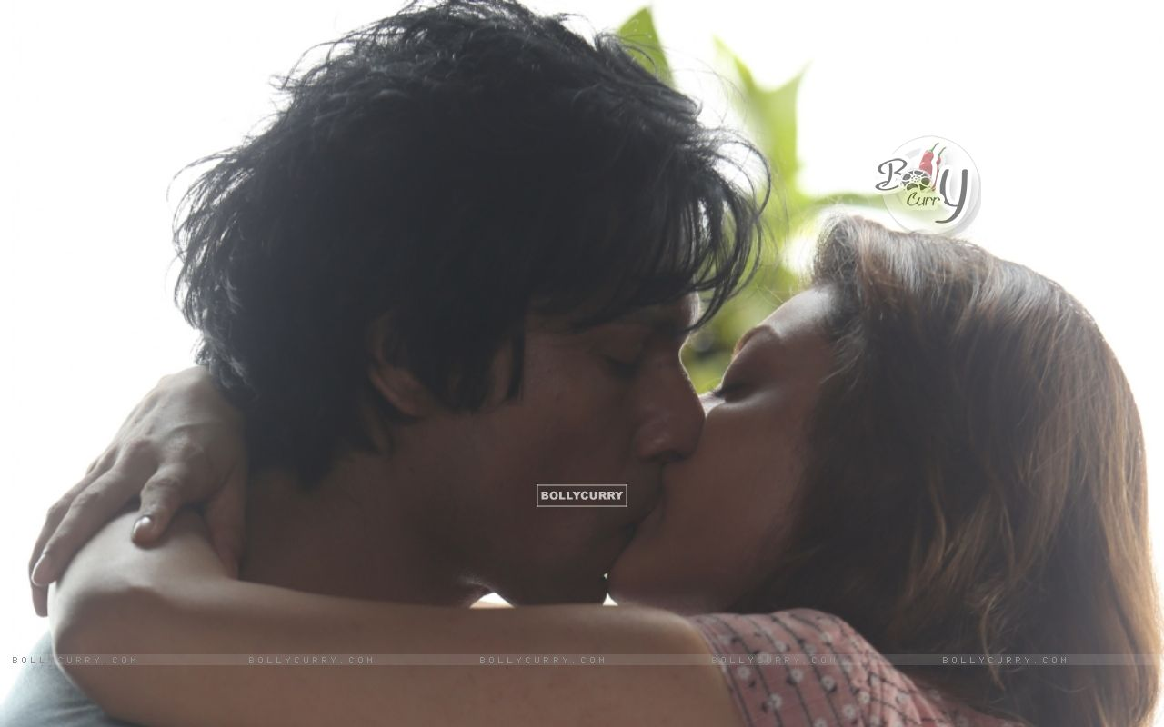 Kajal Aggarwal's first on-screen kiss with Randeep Hooda (406235) size:1280x800