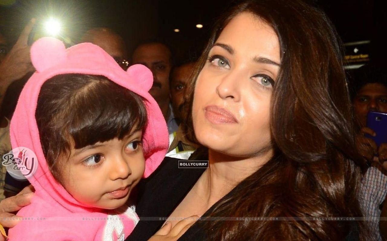 Aishwarya Rai Bachchan with Aaradhya Bachchan (406238) size:1280x800