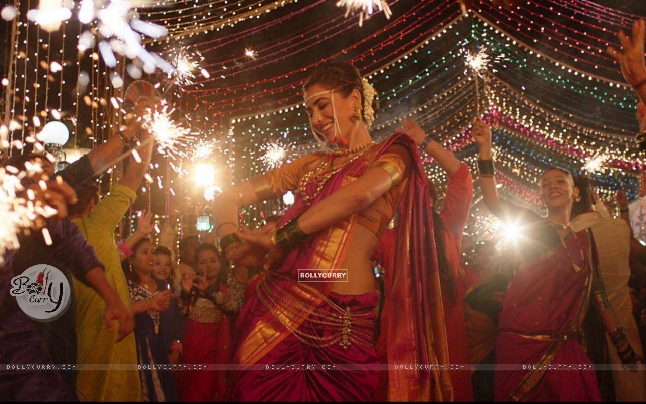 Nargis Fakhri dresses up in a Nauvari for Banjo! (407287) size:1280x800