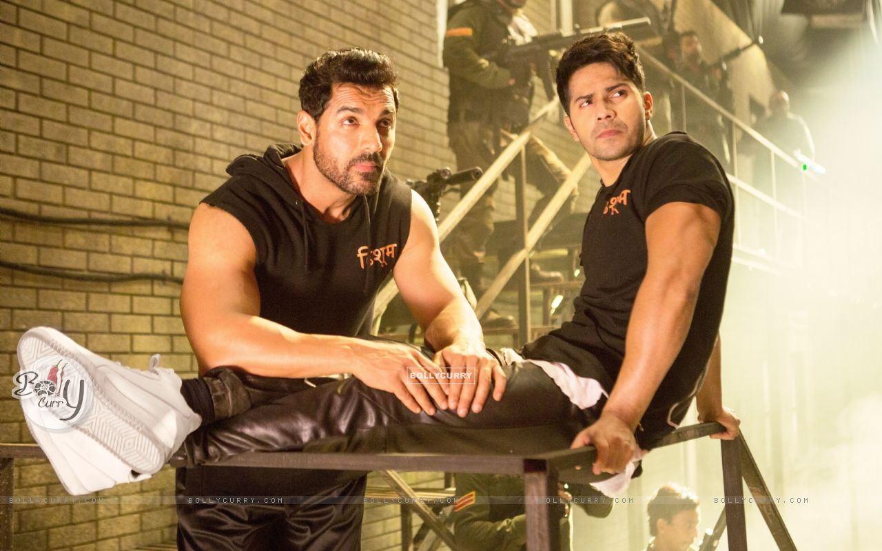Bollywood actors John Abraham and Varun Dhawan in a still from song 'Toh Dishoom' (410673) size:1280x800