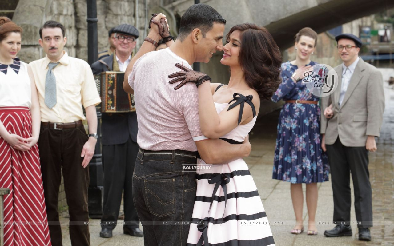 Still from tere sang Yaara from Rustom (411290) size:1280x800