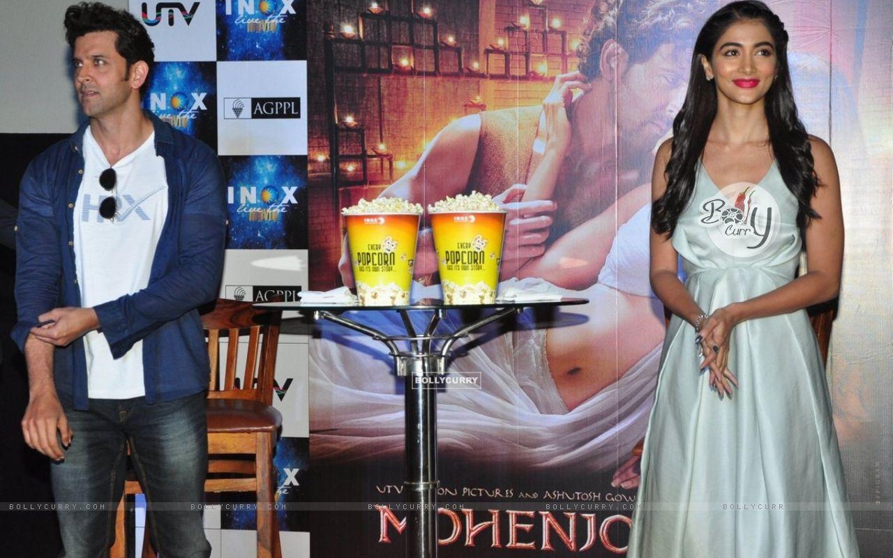 Hrithik Roshan and Pooja Hegde Promotes of Mohenjo daro at INOX (415792) size:1280x800