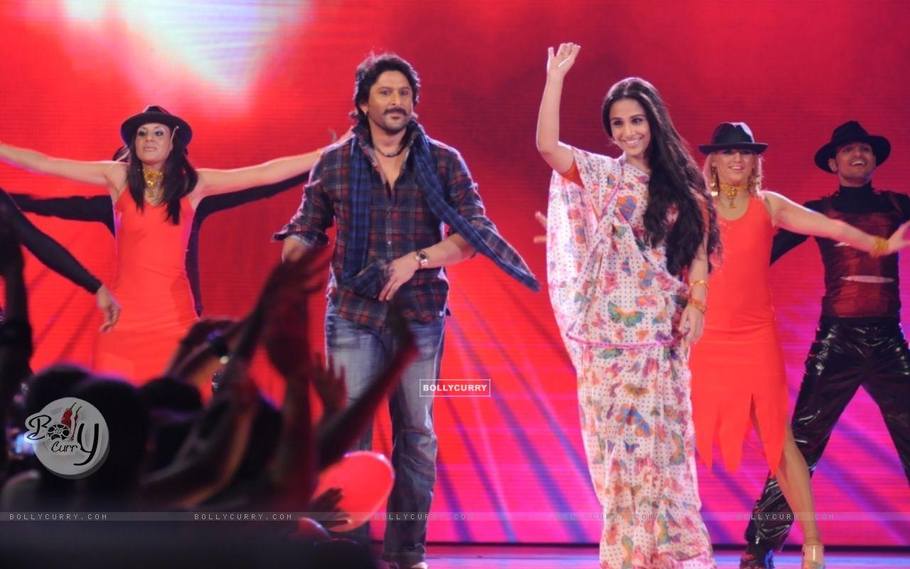 Arshad and Vidya in tv show Music Ka Maha Muqqabla (42003) size:1280x800
