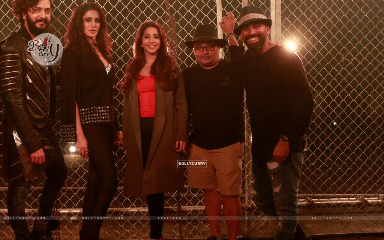 Riteish Deshmukh, Nargis Fakhri, Krishika Lulla shoot for a song in Banjo (420489) size:1280x800