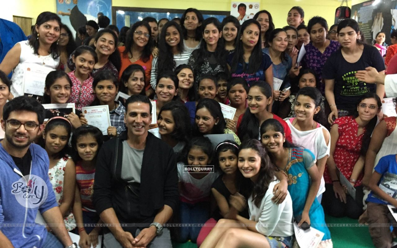 Akshay Kumar with Alia Bhatt and Aditya Thackeray at graduation day of the women of the academy (421493) size:1280x800
