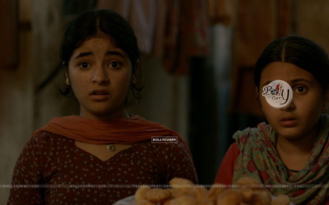 Still of Zaira Wasim and Suhani Bhatnagar from Dangal (423319) size:1280x800