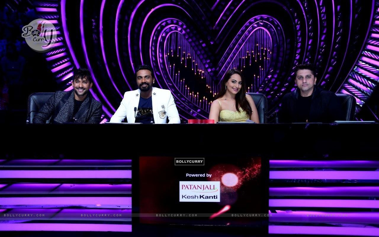Judges - Terence Lewis, Remo D'souza , Sonakshi Sinha and Mohit Suri (429128) size:1280x800